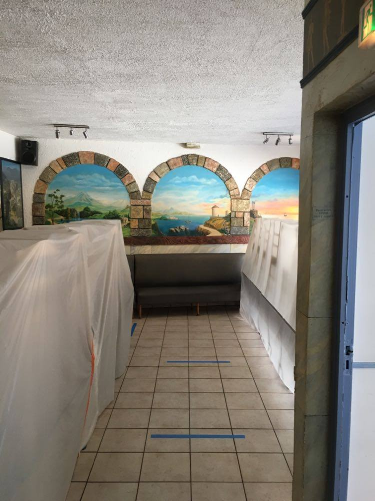 Couloir sanitaire dans le restaurant Plaka